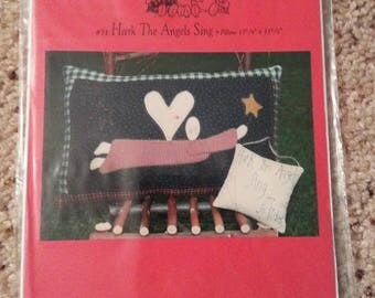 Hark the Angels Sing #71 by Patrice and Company - Homespun Muslin Flying Angel Stitchery Pillow - Uncut Craft Pattern