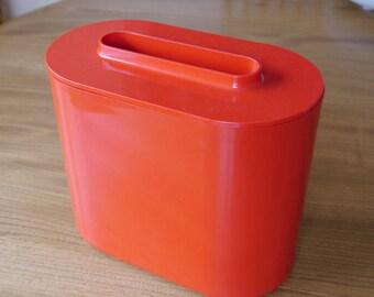 Rare 1973, red Kartell ice bucket 4624 Giotto Stoppino, retro Italian design