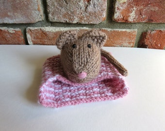 Brown mouse with cosy bed