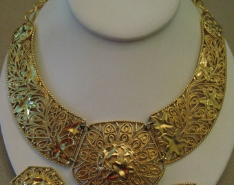 Un Worn Jose Maria Barrera Falling Leaves For Avon Bib Necklace Spanish Style Ivy Design Gold Tone Metal Vintage NECKLACE ONLY