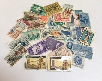 Lot of 32 U.S. 4 cent Postage Stamps