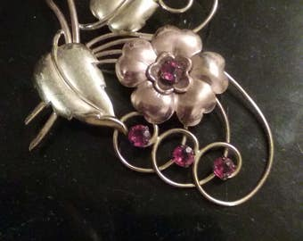Vintage Harry Iskin gold flower pin/brooch with red stones