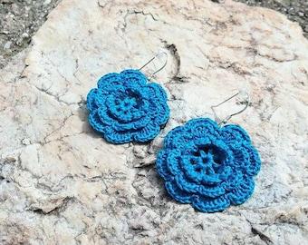 The Rose - Crochet earrings in blue