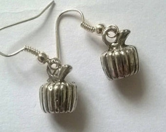Handmade earrings with pumpkins