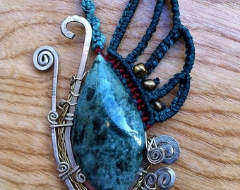 The Guatemala jade and macrame necklace