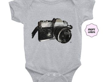 Vintage Camera Short-Sleeve Onesie | Film Camera Infant Onesie | Photographer Baby Onesie | Photography Baby Shower Gift | 35mm Short Sleeve