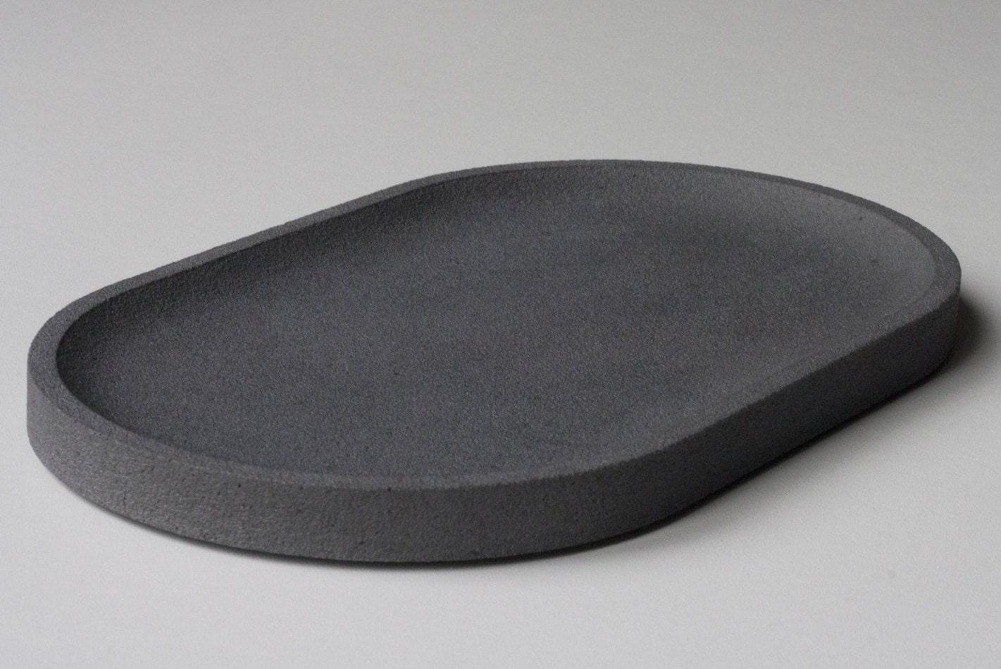 plateau ovale en b ton noir de vigne vide poche en b ton. Black Bedroom Furniture Sets. Home Design Ideas