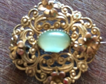 1940s flower filagree brooch