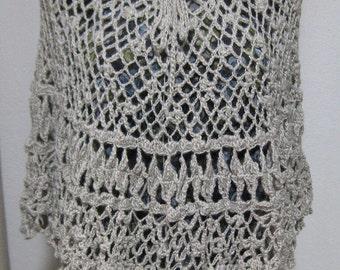 Poncho di lana,fatto all'uncinetto, poncho fatto a mano,abbigliamento donna, poncho donna, poncho di lana naturale , colore naturale .