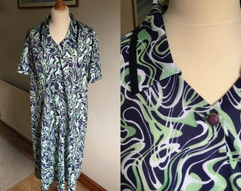 Vintage 1980s dress - 80s clothing - plus size - short sleeves collar button swirl pattern detail - brand 'Nikki'