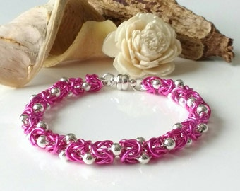 Chainmaille Bracelet with Coloured Jump Rings, Silver Beads and Magnetic Clasp