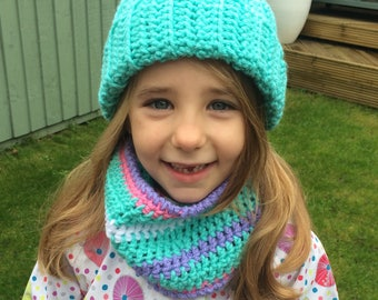 Girls pompom hat,  3-5 Years girls hat, Chunky girls Pompom Hat, crochet pompom hat, bobble hat, girls bobble hat, girls green hat