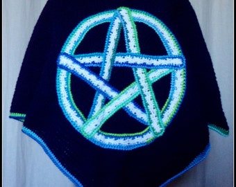 poncho crochet in Navy blue wool with on the front a Celtic motif: pentacle