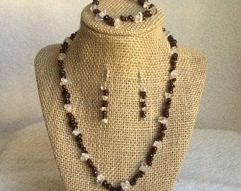32: Necklace, Bracelet, Earrings Set