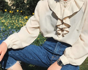 FREE SHIPPING******Hez Berlin – 80s Women's Cream Frill Blouse M/L Size Classic Vintage Tops Wool Women's Wear European Italy Fashion