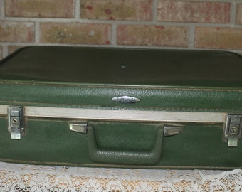 Vintage Green Featherlite Luggage-Green Suitcase-Vintage Case-Green Luggage-Wedding Decor-Man Cave-Farmhouse Decor-Travel Case