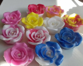 Aromatic candles handmade with the smell of roses.
