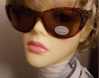 On Trend Sparkling Cats Eye Sunglasses adorned with Swarovski Crystal - Kat Brown