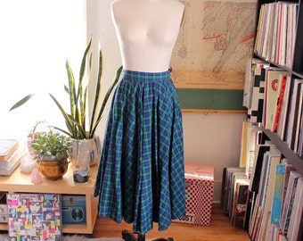 1950s circle skirt . green and blue plaid 50s skirt . full circle cotton skirt by Modern Jrs Gale and Gale . xs small