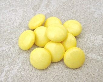 Little Lemon Drop Buttons, 13mm 1/2 inch - Happy Yellow Glossy Shank Buttons - 10 VTG NOS Light Yellow Plastic Sewing Buttons PL574