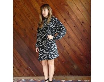 Silky Printed Mini Turtleneck Shift Dress - Vintage 80s - M