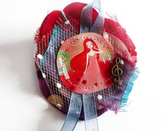 Sweet Melody - unique and handmade fabric and paper brooch