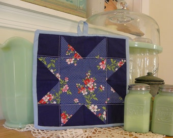 Quilted Pot Holder Kitchen Decor Vintage Mini Quilt Saw Tooth Star Hot Mat
