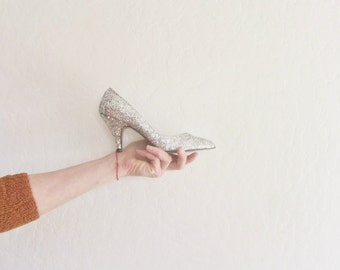 silver glitter sparkle high heels . razzle dazzle disco ball metallic pumps .womens size US 5 EUR 35
