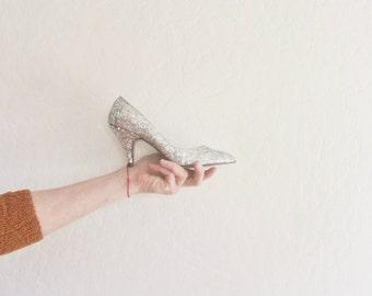 silver glitter sparkle high heels . razzle dazzle disco ball metallic pumps .womens size US 5 EUR 35