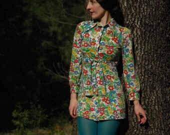 Size XS... Vintage 60s Floral Dress... 1960s Floral Shirt Dress... Super Bloom