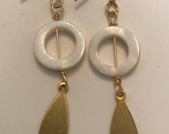 Circle & leaf earrings