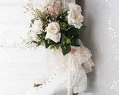 Vintage Ice Skate Wreath. Shabby Cottage Chic Holiday Decoration. Shabby Rose Bouquet. Victorian Winter White. Farmhouse Decor
