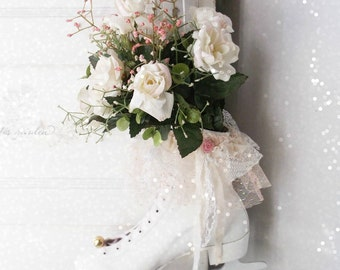 Christmas Vintage Ice Skate Wreath. Shabby Cottage Chic Holiday Decoration. Shabby Rose Bouquet. Victorian Winter White. Farmhouse Decor