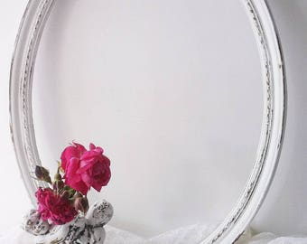 Vintage Oval Portrait Frame. Shabby Chic WHite Cottage Wall Frame. French Country Cottage. Rustic Farmhouse Decor. Altered Upcycled Frame