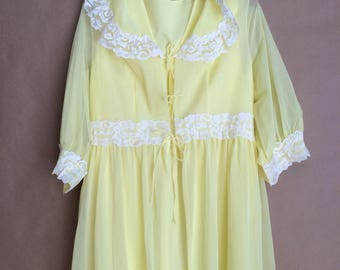 SALE! vintage 60's 1960's yellow nightgown robe set / nightie / loungewear / retro mod / lace nightgown / lingerie / Doris Day