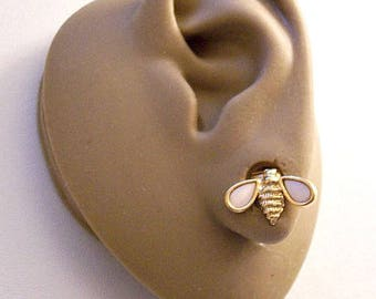 Avon White Mother Of Pearl Wings Bug Clip On Earrings Gold Tone Vintage Small Ribbed Lined Body Rimmed Edges