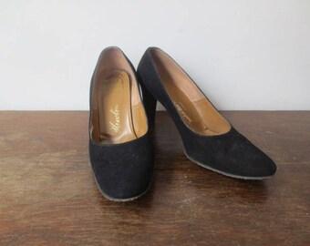 Gorgeous! Vintage '50s Hewton, Marshall Field & Co Classic Black Suede Round Toe Heels, US Women's Sz 7.5 B