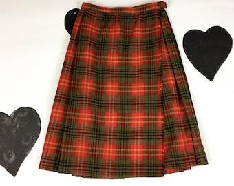 60's wool plaid pleated wrap skirt 1960's red tartan tweed green holiday Christmas school girl skirt / wrap / fringed / warm / XS / 26 waist