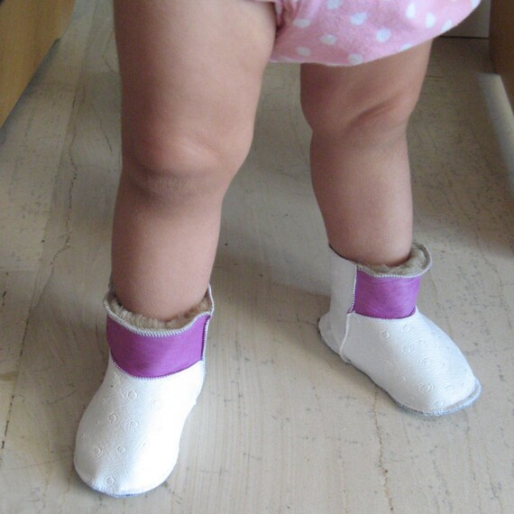 Leather baby shoes,8-12 months , baby booties, moccs, crib shoes,mouton bebe