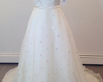 This is a beautiful Givenchy wedding dress size 8