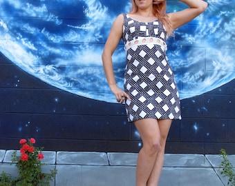 1960s cut out DRESS fitted mini op art tank knit crochet geometric vintage // size : XS / S / M