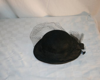 Vintage Wool Felt HAT black With netting in front Back Bow 60s