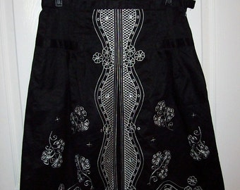Vintage Ladies Black Skirt w/ White Embroidery by Nine & Company Size 6 Only 10 USD