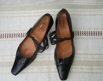 Vintage 90s leather pumps with elastic straps, size 39 (EUR), 8.5 (US)