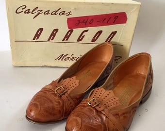 Vintage 1950s Calzados Aragon Women's Tooled Leather Flats Huaraches 5 1/2