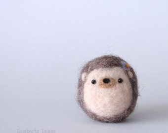 Needle felting Hedgehog with flower, small Felted Hedgehog, Hanging ornament decoration