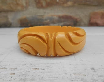 Vintage Bakelite Butterscotch Carved Bangle Bracelet with Deep Carved Design Retro Midcentury Jewelry Butterscotch Yellow