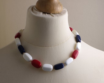 Short 1980s Red White and Blue Plastic Long Rectangular Beads Beaded Necklace