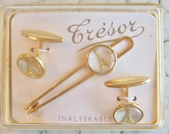 Fantastic French Tresor Eiffel Tower Cuff Link and Tie Bar Clip Set in Original box  - Reverse Carved Gold Gilded Glass Iridescent MOP back