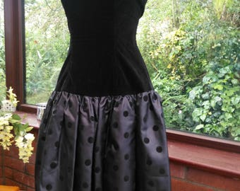 Vintage 1980s ballgown black velvet bodice with spotted black taffeta skirt evening prom party costume collectors dress